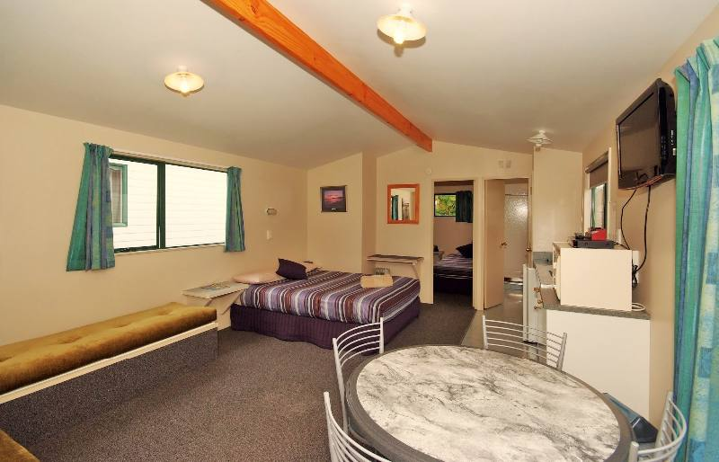 Park Motel QUad – 1,9,10 – Lounge